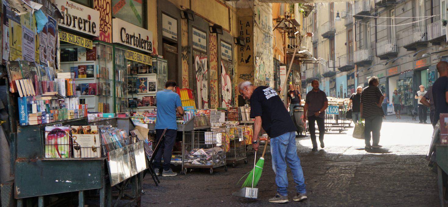 Sztuka śmiecenia – czyli neapolitańska sterta śmieciowych problemów