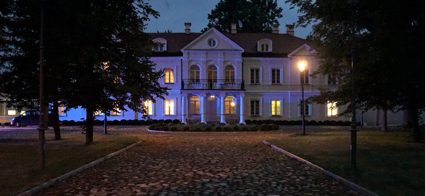 """Hotel Sobienie Królewskie – Sobienie Szlacheckie<h4><img src=""""http://nastepnyprzystanek.pl/wp-content/uploads/2021/01/Kalendarz-ikona.png"""" style=""""width: 30px""""> lipiec 2020</h4>"""